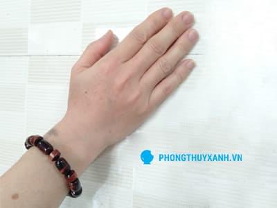 Vòng tay lu thống mắt hổ đỏ 4