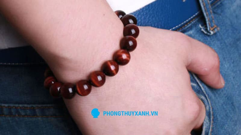 Vòng tay phong thuỷ mắt hổ đỏ, sang trọng cho quý ông - Phong Thuỷ Xanh