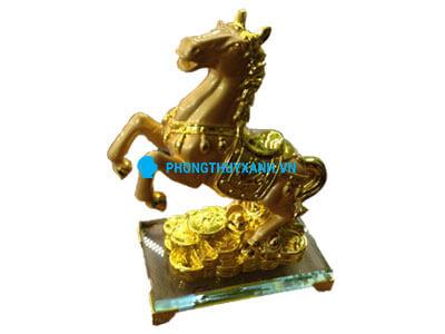 Ngựa mạ vàng 1